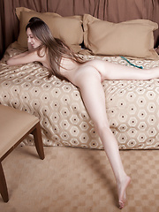 Roped up nude girlfriend